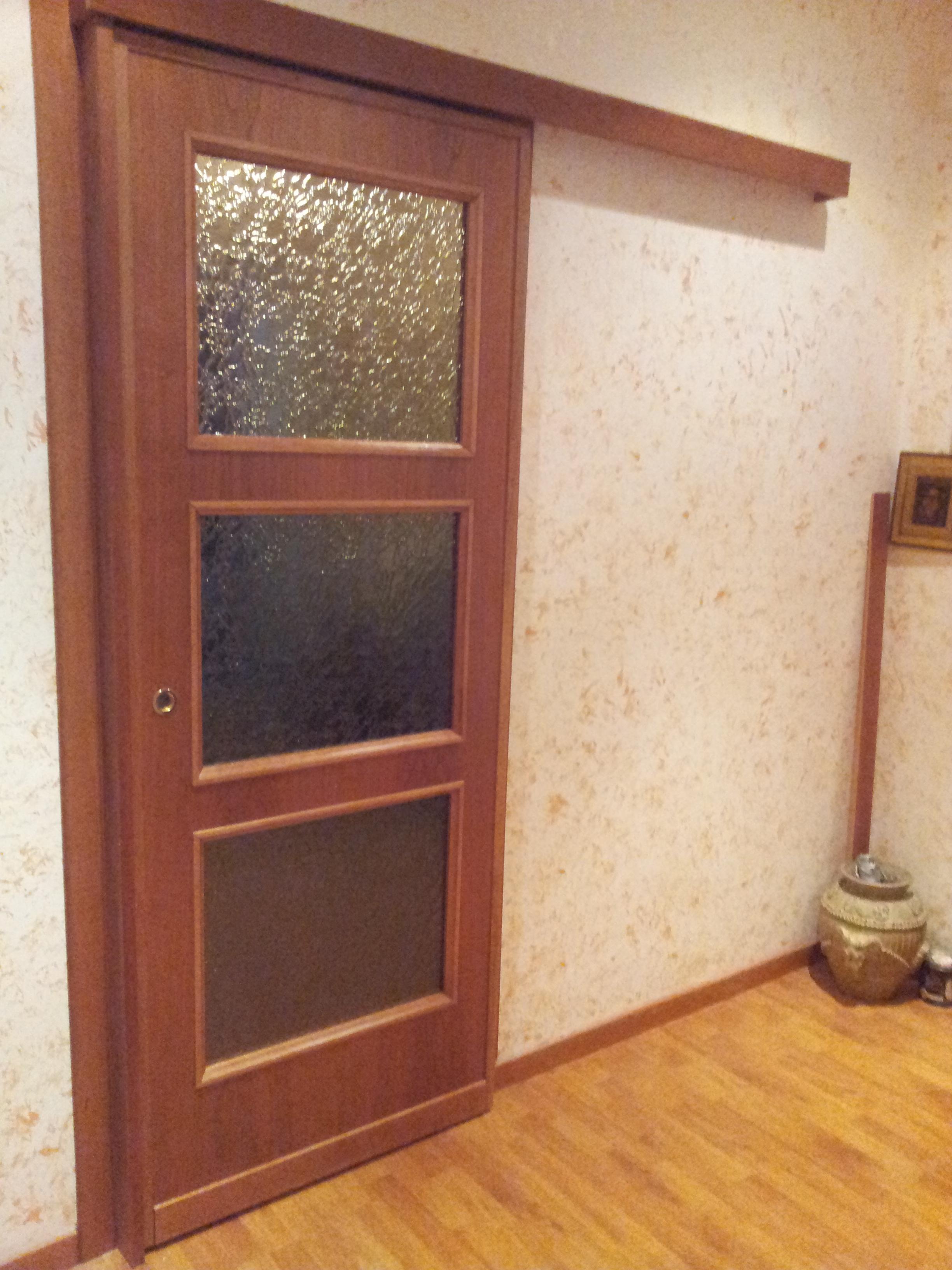 Porta in legno a tre vetri con mantovana porte per - Rinnovare porte interne tamburate ...
