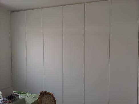 Armadio A Muro Bianco.Armadio A Muro Laccato Bianco Armadi A Muro Armadi Su Misura Catalogo Arte Del Legno 86