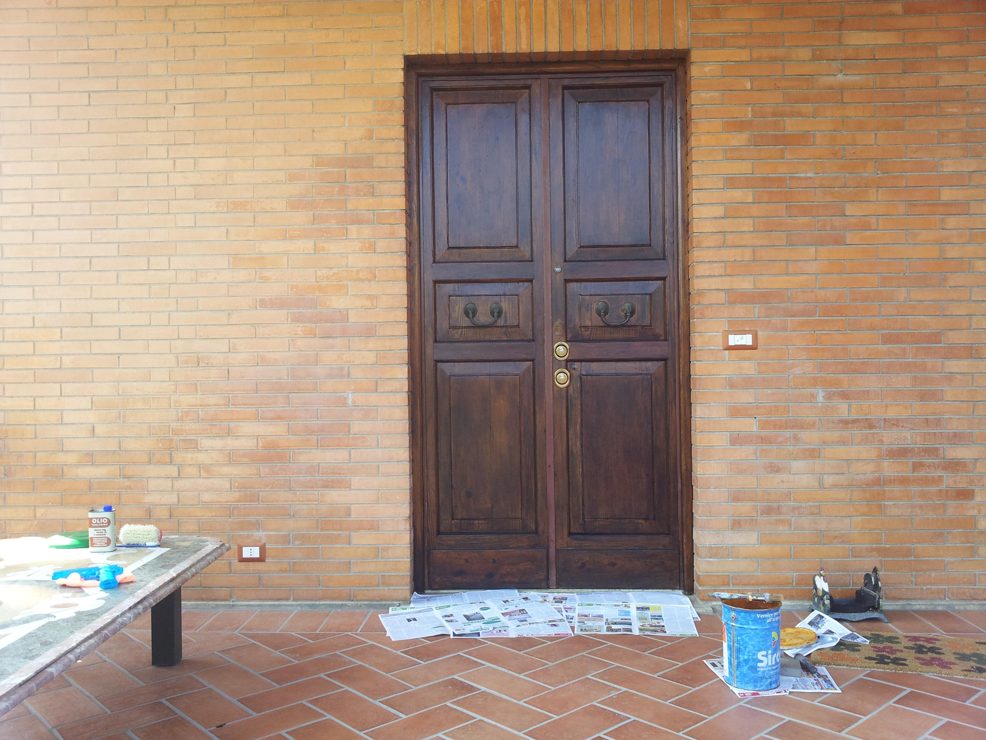 Restauro portone in legno villino restauro portoni in for Arredamenti a sora