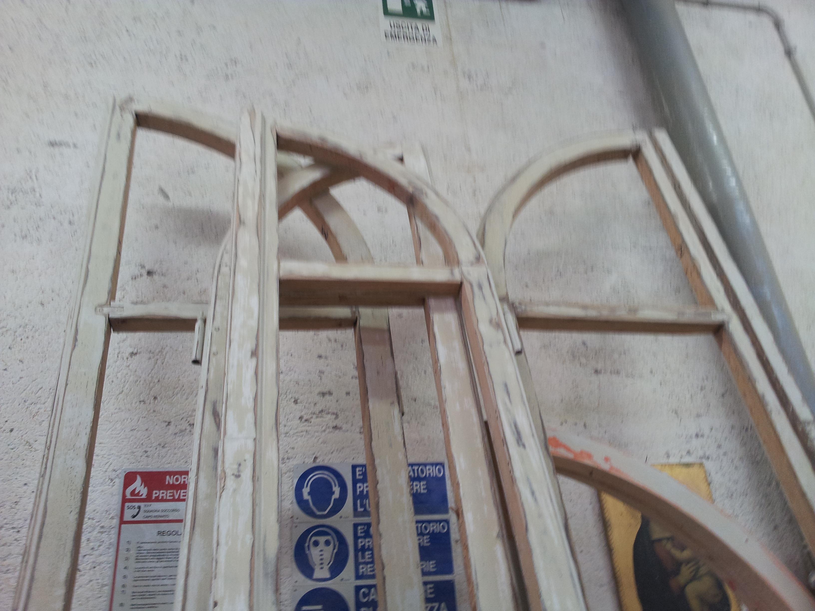 Restauro finestre sagomate e sostituzione vetri sagomati restauro e ristrutturazione finestre - Ristrutturazione finestre in legno ...
