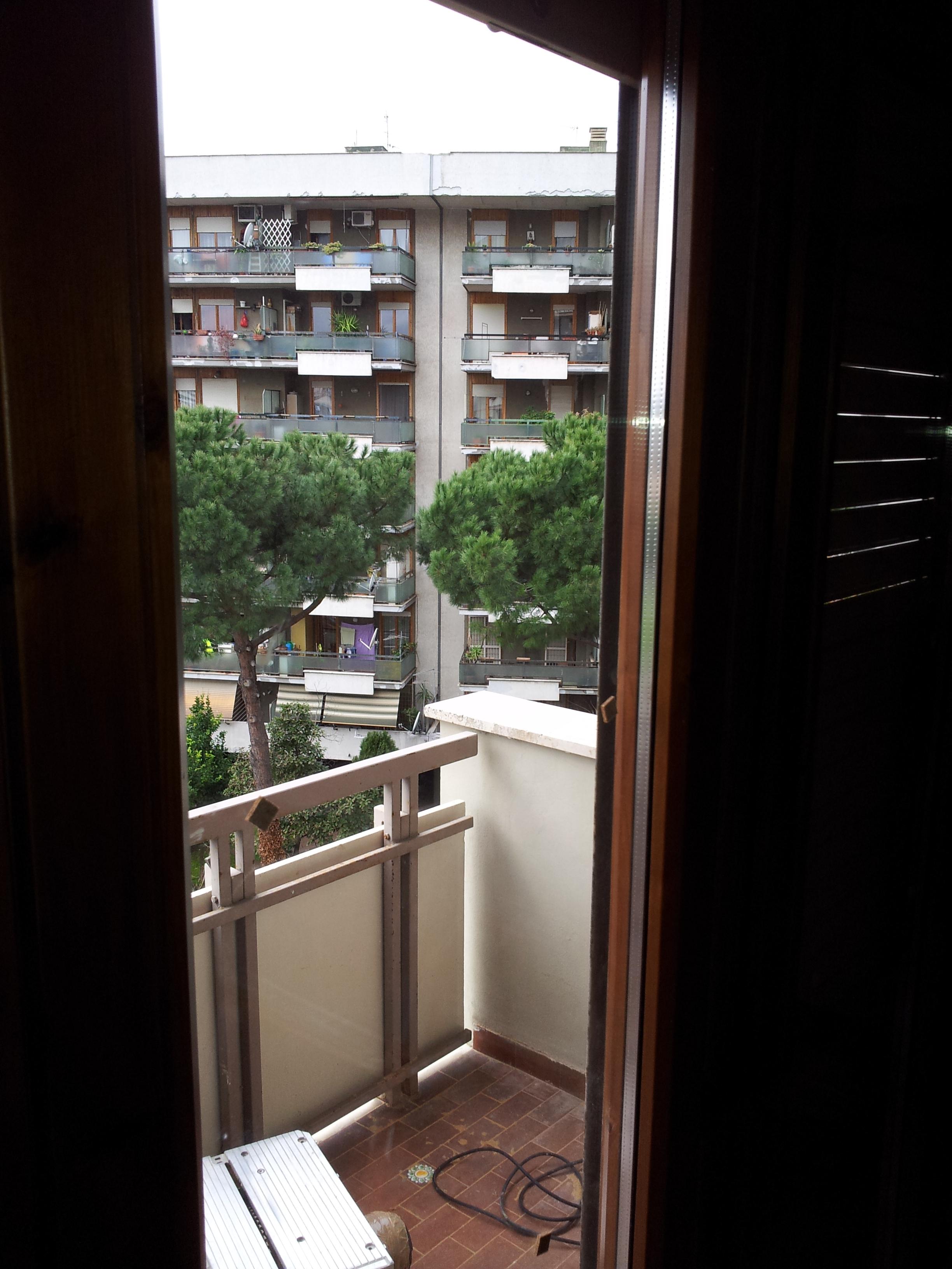Restauro finestre in legno e sostituzione vetri termici basso emissivi restauro e - Ristrutturazione finestre in legno ...