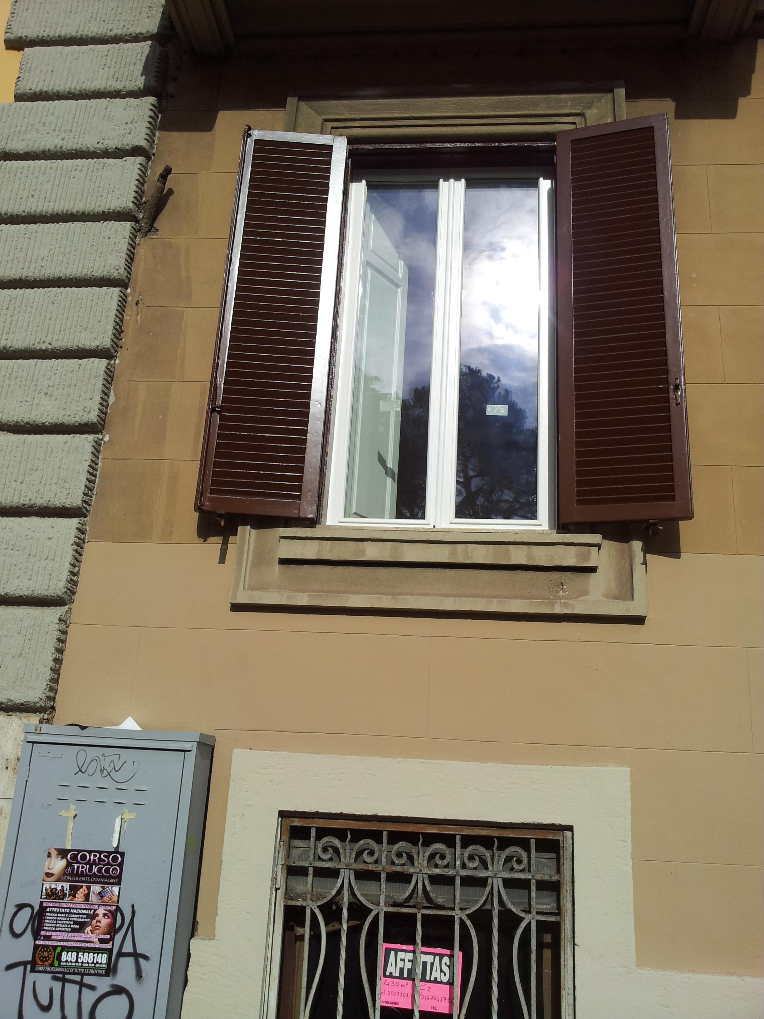 Restauro conservativo persiana sverniciata a zero - Restauro finestre in legno ...
