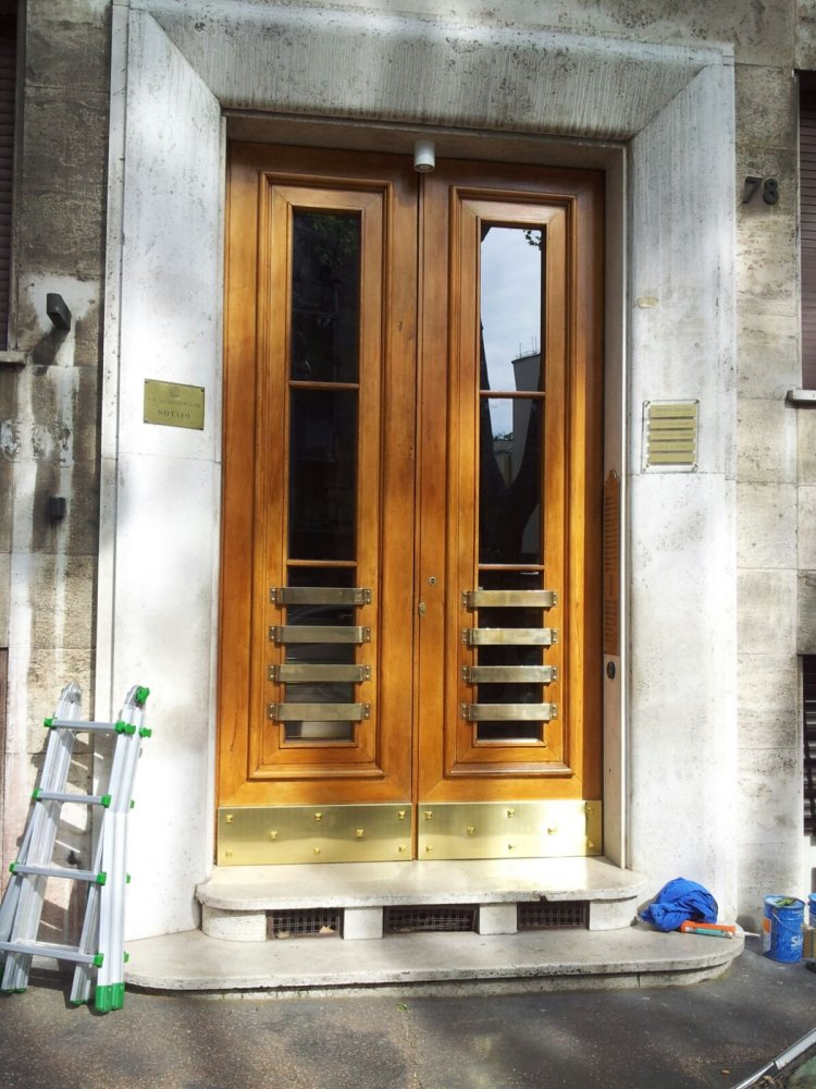 Restauro conservativo fronte e retro di portone condominiale in via angelico 78 restauro - Restauro finestre in legno ...
