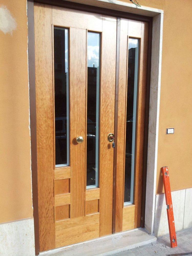 Portone blindato a due ante portoni blindati in legno falegnameria roma restauro legno - Ristrutturazione finestre in legno ...