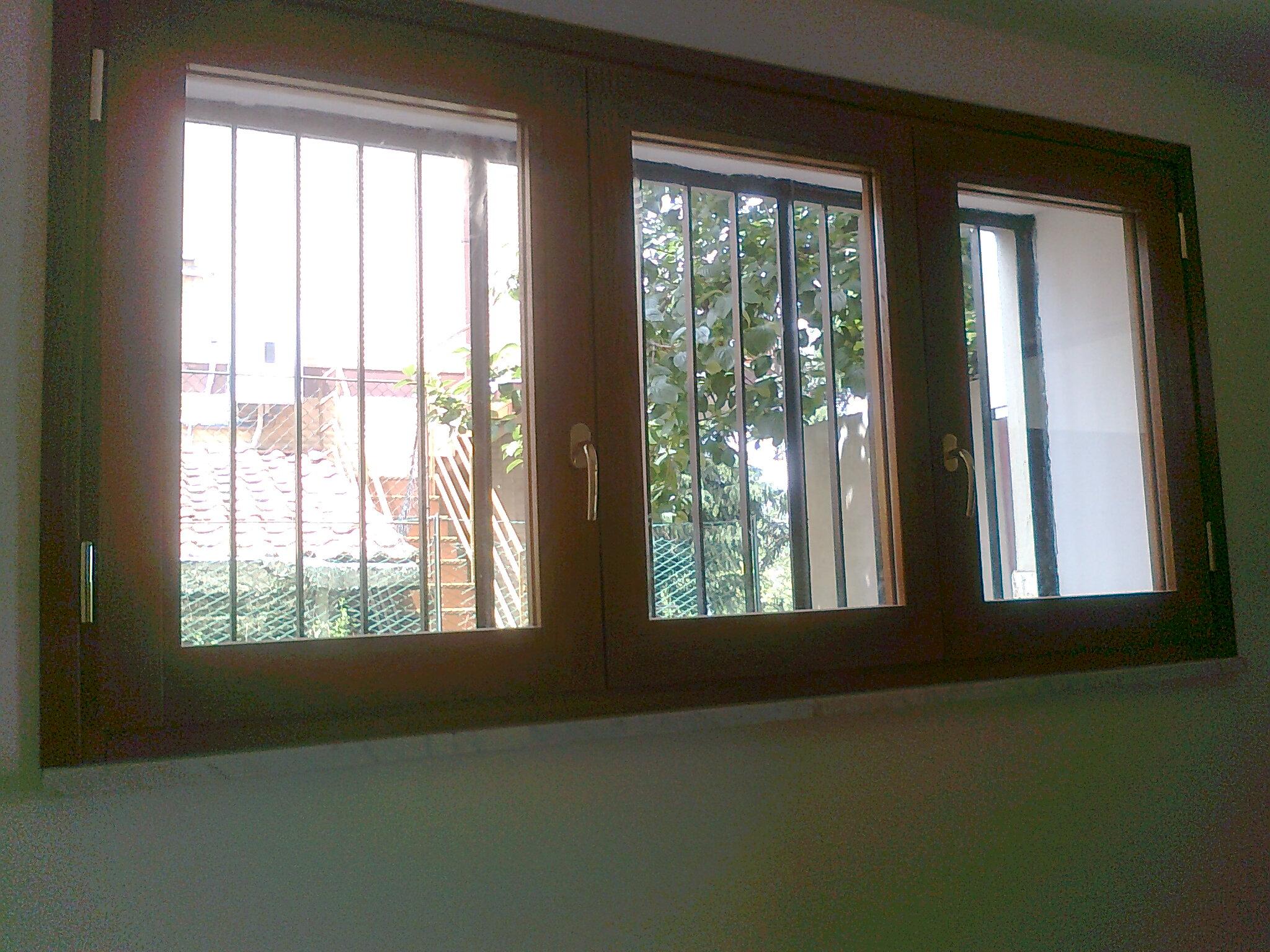 Finestra in legno lamellare finestre in legno massello falegnameria roma restauro legno - Restauro finestre in legno ...