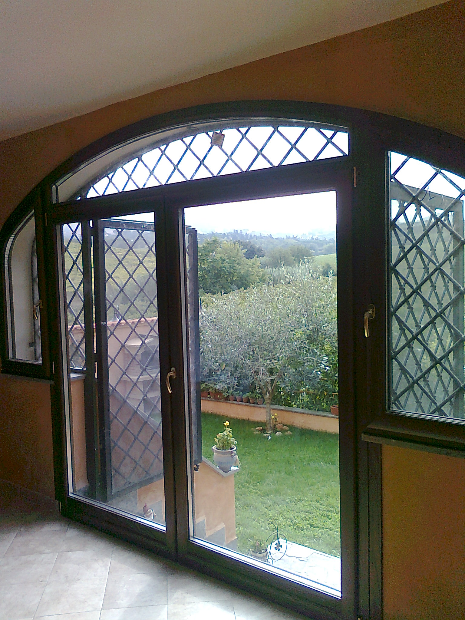 Finestra centinata per villa finestre centinate in legno e in alluminio falegnameria roma - Ristrutturazione finestre in legno ...