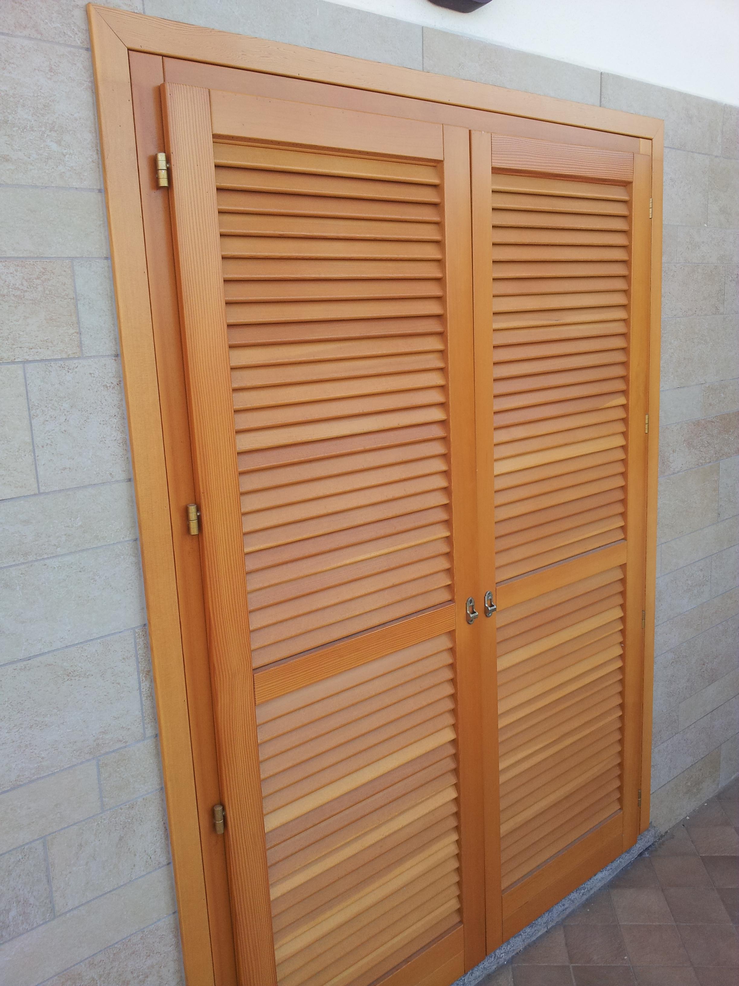 Persiane in douglas su misura persiane in legno douglas - Restauro finestre in legno ...