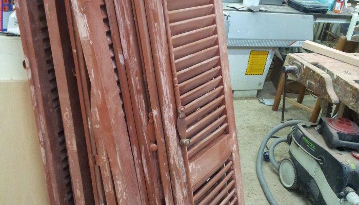 Restauro persiane legno restauro persiane in legno falegnameria roma restauro legno - Restauro finestre in legno ...