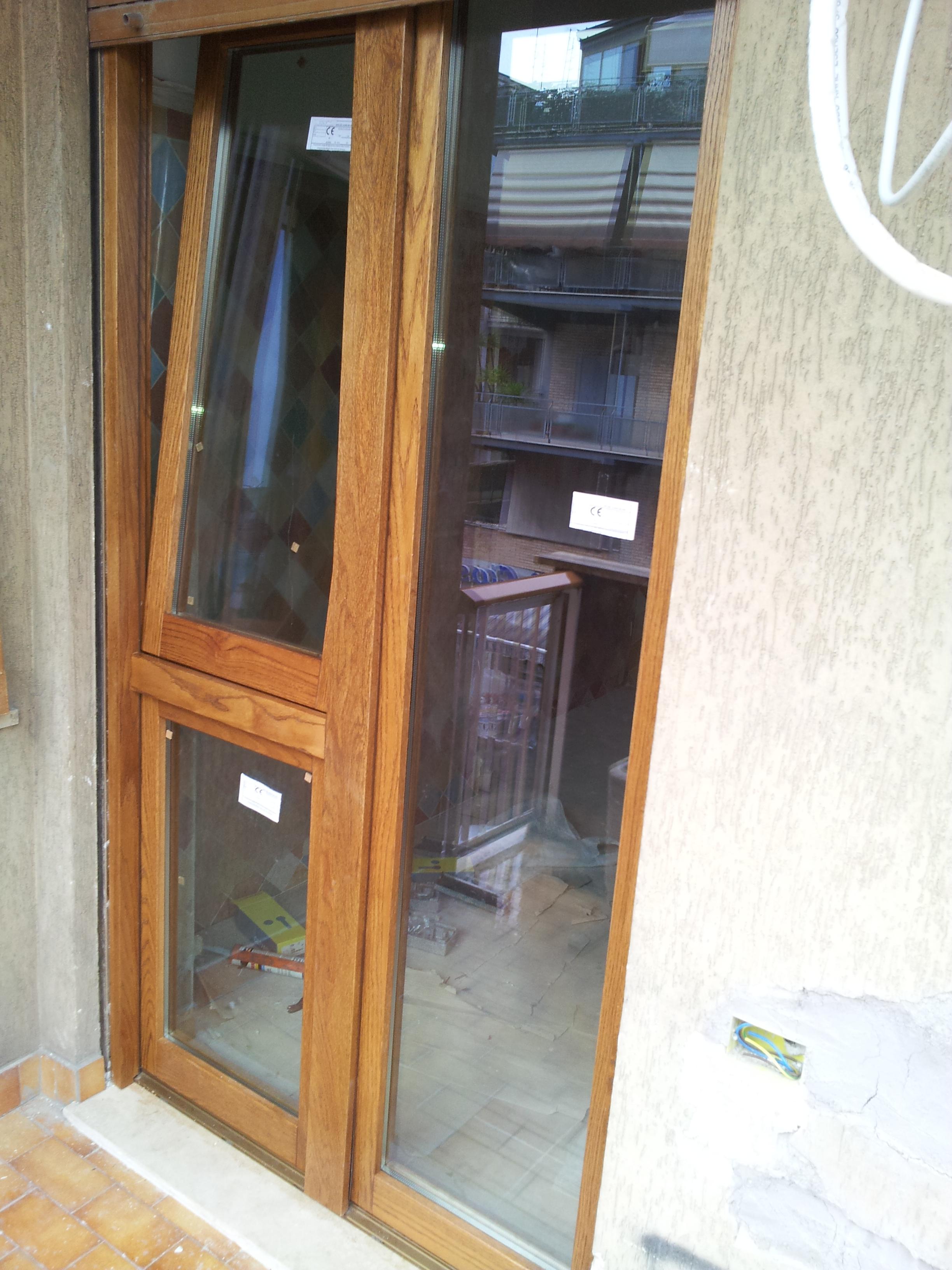 Finestre in lamellare finestre in legno massello falegnameria roma restauro legno porte - Restauro finestre in legno ...