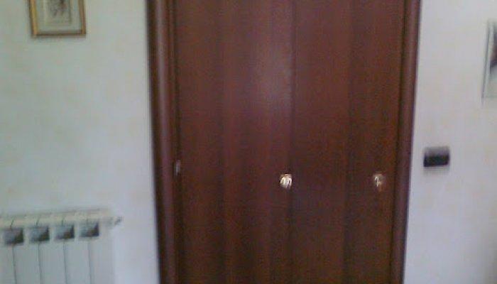 Porta a libro in legno di noce porte per interni in for Porta a libro noce
