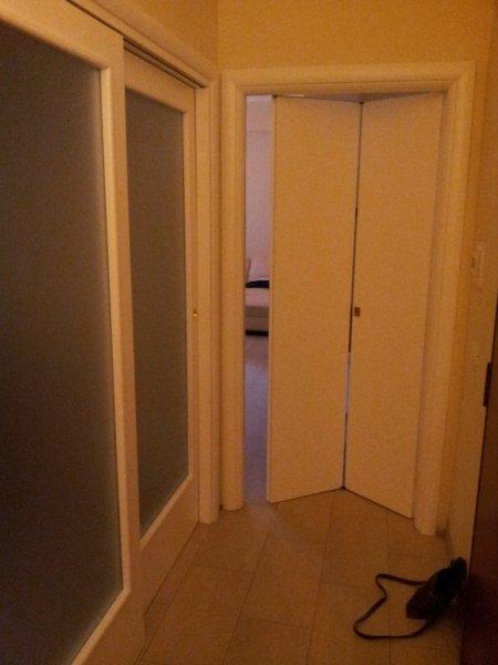Porta in legno scorrevole a due ante porte per interni for Porta a libro due ante