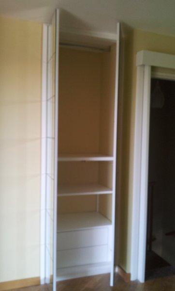 Frontale specchiato e inciso porta a mantovana armadi for Piani di progettazione di armadi mudroom